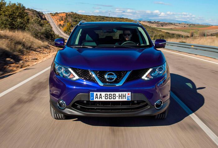 Está claro que en Nissan les gustan los capicúas, ya sean de letras o números. Dada la cada vez mayor similitud de las carrocerías, casi todas las marcas están aumento el tamaño de sus distintivos frontales.
