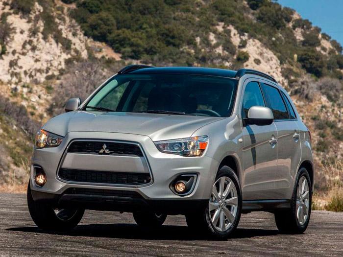 La moda en los SUV es un capó casi horizontal, dando lugar a un frontal plano y muy alto; puesto que el ASX presume de un Cx de 0,32, se podría dar por bueno ese diseño, de ser cierto lo del Cx.
