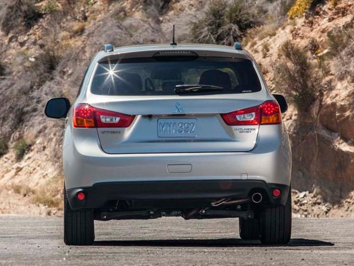 No hay duda alguna: matrícula MNA (Mitsubishi North America) y el logo a la derecha, Outlander Sport. Pero incluso el escape sale por el mismo lado que en el ASX; la estética es idéntica en ambos.