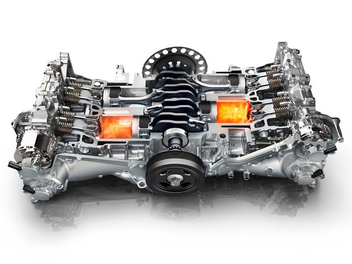 Sección de un motor boxer 2.0 de Subaru (de gasolina), sencillo en su definición y complejo en su realización, que obliga a desdoblar todo el tren de distribución y su cuádruple variador de fase, a cambio de un perfecto equilibrado (con ocho contrapesos de cigüeñal). El plato perforado a la salida del cigüeñal indica que, una vez más, la foto corresponde a una mecánica para cambio automático.
