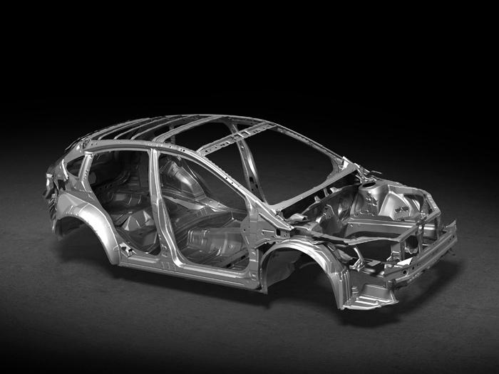 Al ser de tipo monocasco, y con toda la zona inferior (de cintura para abajo) compartida con el Impreza, la carrocería del XV, a falta de los paneles exteriores, podría pasar por la de un turismo de cinco puertas bastante alto; que es como Subaru lo presenta, sólo que poniendo énfasis en su tracción 4WD.