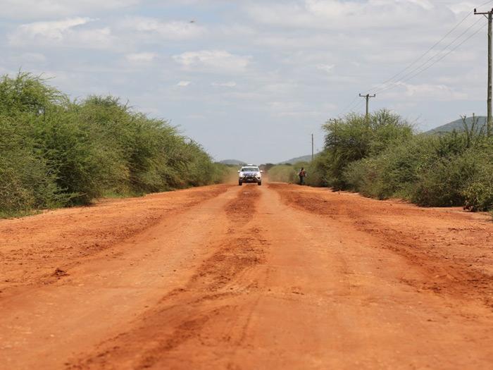 También hubo sus tramos de tierra, aunque sólo en un 3% del recorrido (poco más de 500 km). En esta zona de Kenia, el piso parece estar muy bien compactado, bien sea con apisonadora o por el propio tráfico.