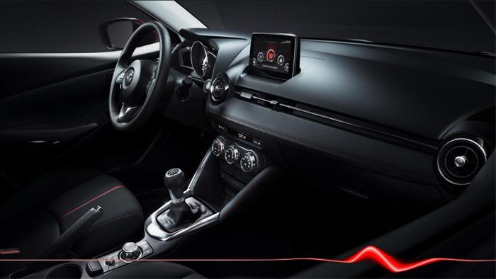 Mazda2. Diseño interior. Consola y salpicadero
