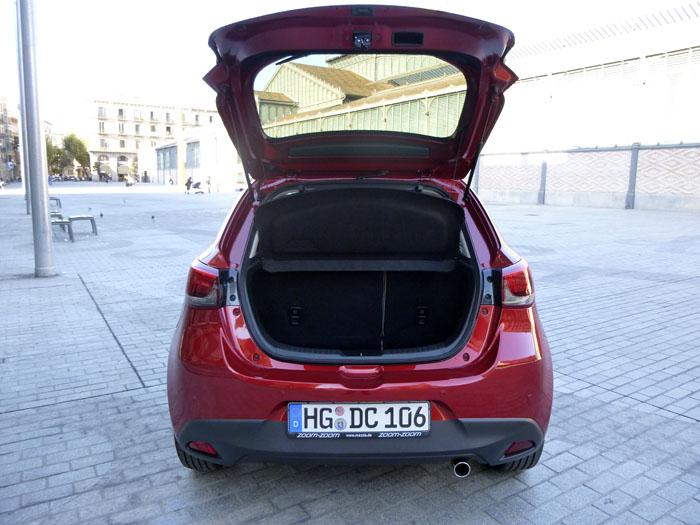 Mazda2 2015. Portón posterior