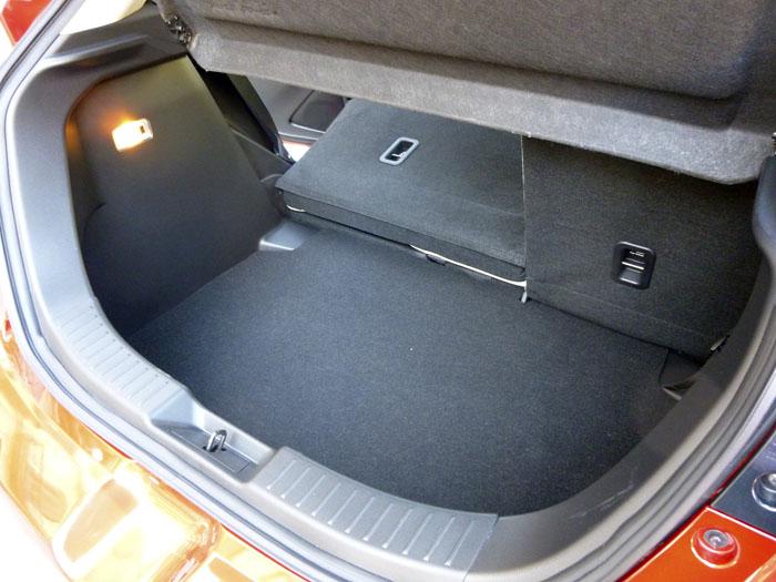 Mazda2 2015. Respaldos abatibles.