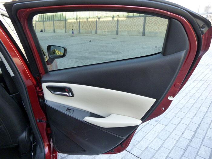 Mazda2 2015. Puerta posterior.