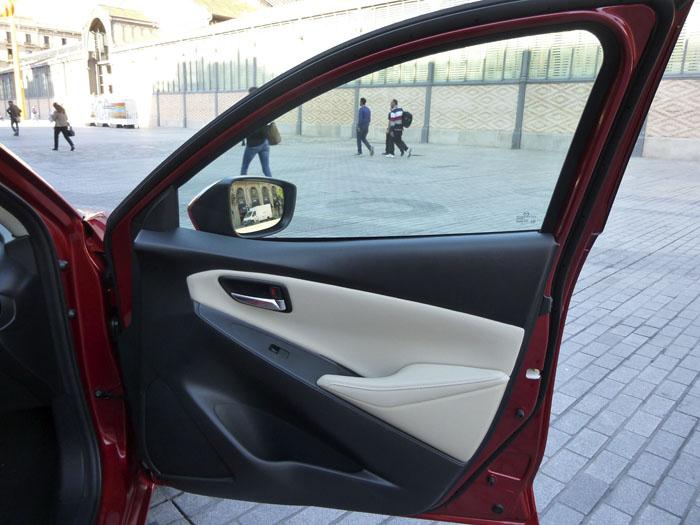 Mazda2 2015. Puerta delantera derecha.