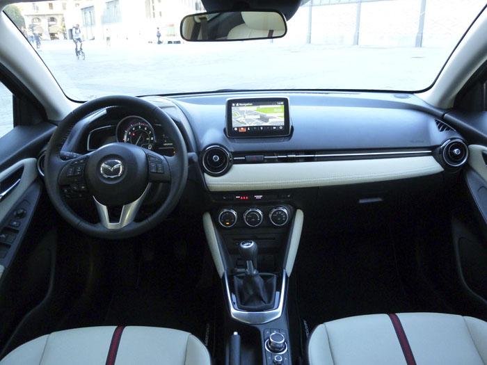 Mazda2 2015. Salpicadero.