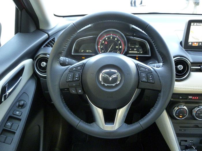 Mazda2 2015. Volante.