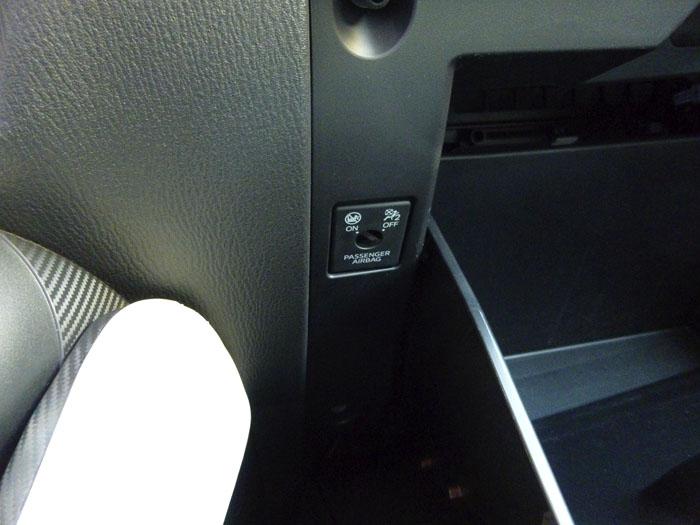 Mazda2 2015. Guantera y airbag.