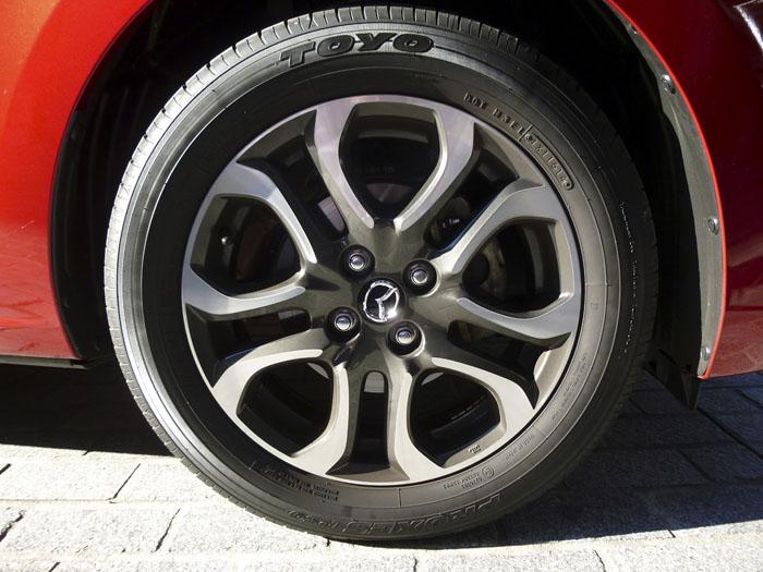 Mazda2 2015. LLantas y neumáticos.