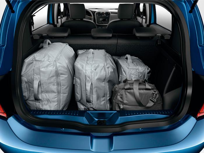 Quizás como herencia del Logan, el maletero destaca por su cota vertical, lo que le permite tener un cubicaje de 320 litros, y con una forma muy aprovechable, sin recovecos.