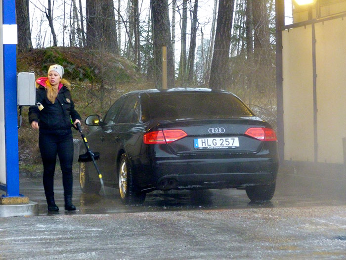 Auroras77. Los coches se lavan también cuando llueve