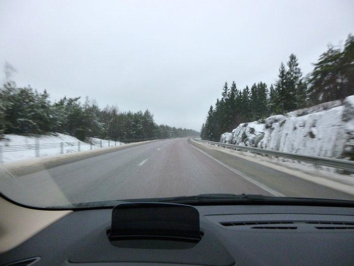 Auroras 77. BMW 220 Active Tourer.  Suecia. Autopista despejada.