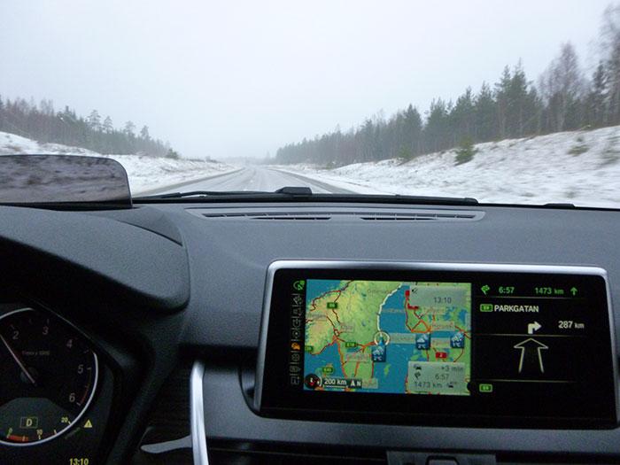 Auroras77. BMW 220 Active Tourer.  Autopista del Este, junto al mar.