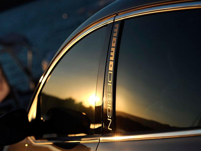 El grupo Fiat siempre ha manejado con habilidad, para sus versiones más altas, la asociación con marcas italianas de lujo, como es el caso de MomoDesign en el Delta-S.