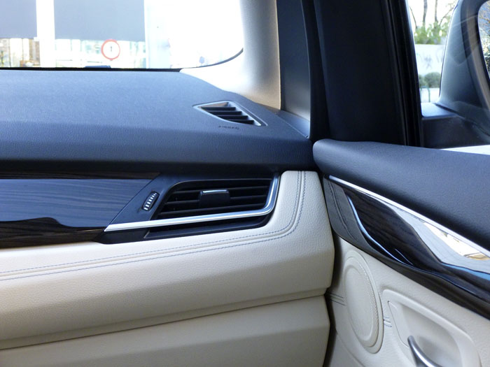 Salpicadero - puerta -BMW 220d xDrive Active Tourer