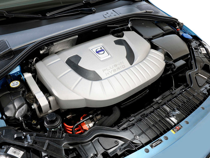 Nada menos que cinco niveles de dureza en la chapa del V40; en el V60, pese a lo que diga la tapa de plástico, lo que hay bajo el capó pertenece en exclusiva a la mecánica turbodiesel.
