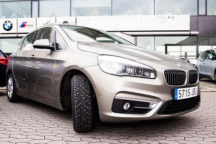 BMW Active Tourer. Malmö. Neumático de clavos.