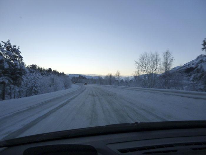 Auroras77. Noruega. Carretera helada. Luz