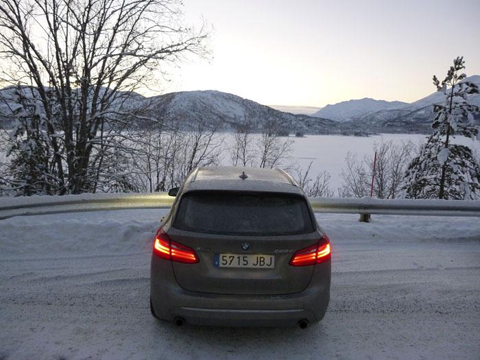 Auroras77. Noruega. BMW Active Tourer. Fiordos. Paisaje helado.