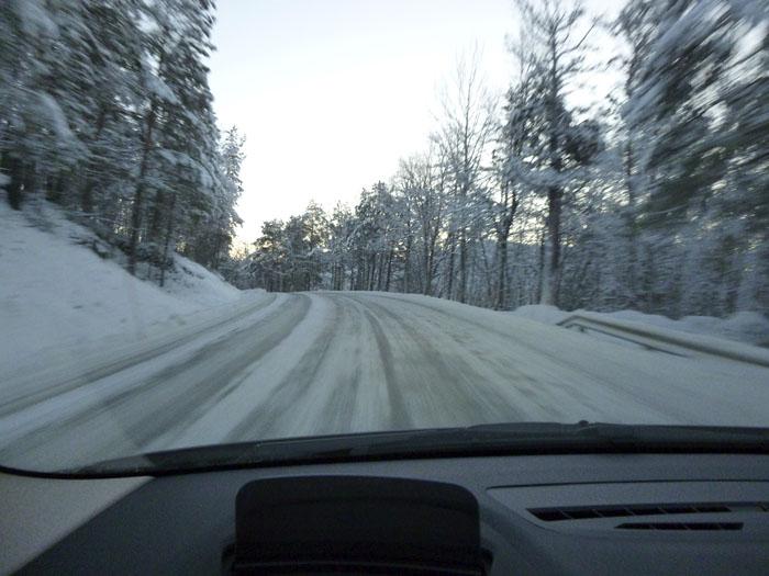 Auroras77. Noruega. BMW Active Tourer. Carretera helada.