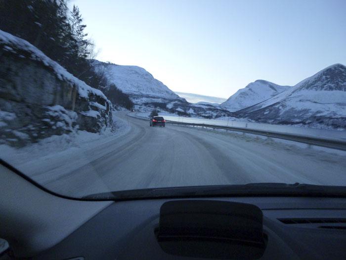 Auroras77. Noruega. BMW Active Tourer. Paisaje helado. Fiordos