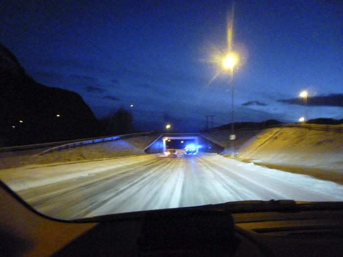 Auroras77. Noruega. Carretera helada. Anochece.