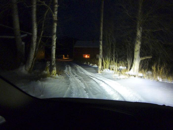 Auroras77. Noruega. Carretera nevada. Noche y campo.
