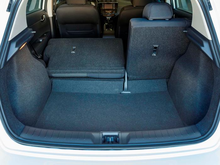 La clásica modularidad trasera, con un pequeño escalón entre el maletero (385 litros) y el asiento posterior abatido.