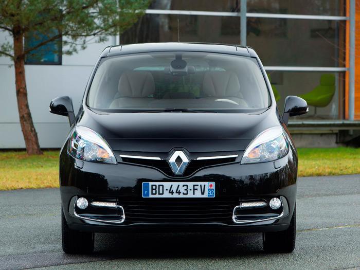 Siguiendo la moda actual, Renault les coloca a sus modelos más recientes un rombo de gran tamaño en el frontal, para reforzar la identificación de marca.