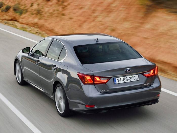 """¿A que cambiando la """"L"""" de Lexus por la hélice azul y blanca de BMW daría el pego? La fidelidad al diseño actual de un sedán deja muy poco margen de maniobra en la zona posterior, salvo quizás para los pilotos."""