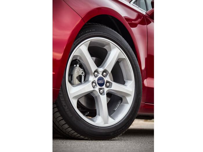 """La rueda opcional 235/45-18, que también es Michelin Primacy-3, como la de 17"""" que probamos."""