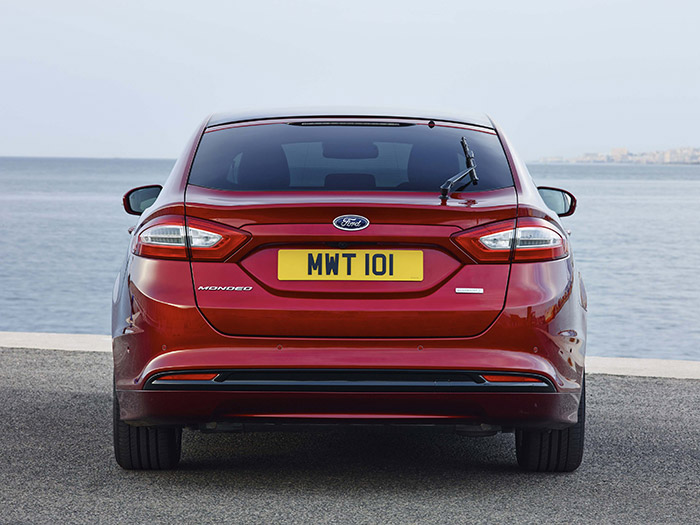 La zaga es muy típica de Ford, aunque el diseño de pilotos lo compartan muchos coches actuales.