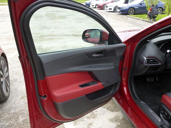 Jaguar XE. Puerta del conductor
