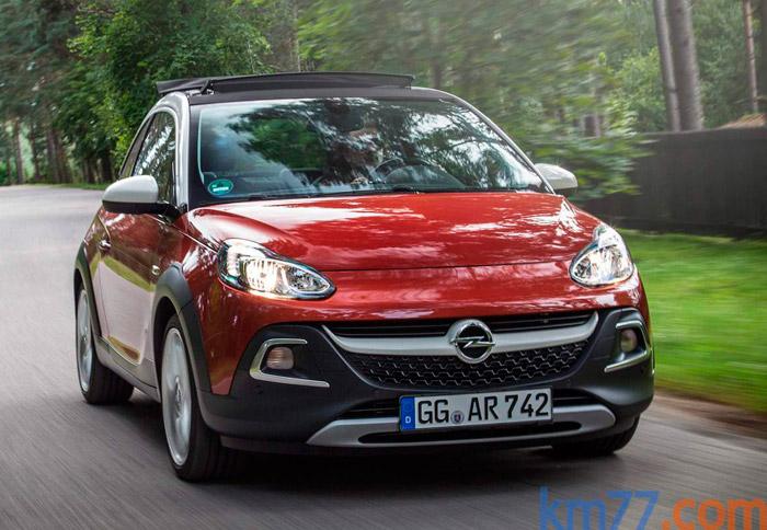 Poco a poco, Opel ha conseguido ir definiendo el diseño de un frontal corporativo; en el caso del Adam Rocks quizás haya un exceso de líneas horizontales, con la intención de hacer parecer más ancho al coche.