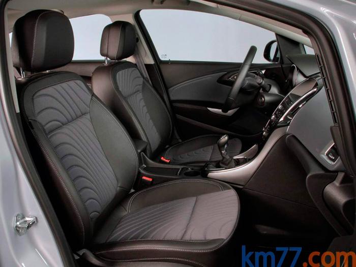 Hace algunas décadas, Opel utilizaba unos asientos con diseño calcado del Recaro, que algunos echamos en falta. Los actuales no están mal, y según ellos muy estudiados fisiológicamente, pero la sujeción lateral no es la de aquellos.