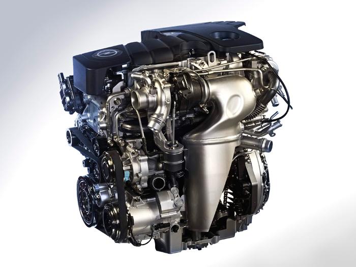 Por debajo de las habituales tapas de plástico, el 1.6-CDTi de 136 CV presenta este abigarrado aspecto. Hasta que no nos lleguen los prometidos de 160 CV que han anunciado Honda y Renault, es en la actualidad el 1.6 turbodiésel de mayor empuje disponible en el mercado.