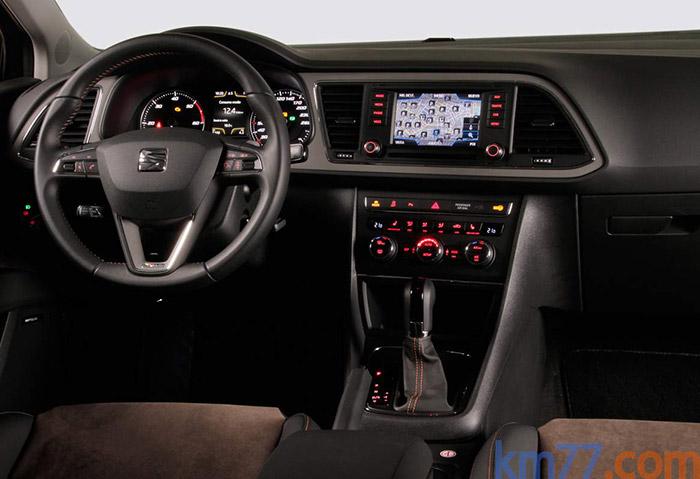 Hasta llegar al pilar B, el coche es prácticamente idéntico a cualquier otro León con nivel de equipamiento FR (también existe en Style). En el caso de la foto, corresponde a un ST FR con cambio DSG, aunque el 4Drive 2.0-TDI de 150 CV lo lleva manual.