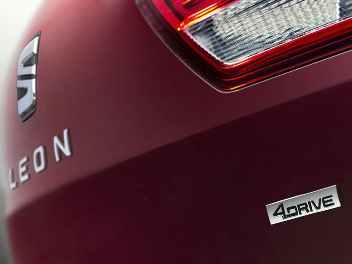 En el borde inferior derecho del portón figura la única referencia a la peculiaridad mecánica del 4Drive; en la versión X-Perience su denominación se combina con la anterior.