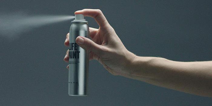 La aplicación del spray es, ni más ni menos, la habitual en este tipo de utilización, sin ninguna técnica adicional específica (al margen de procurar no rociar lo que no interesa, como siempre en estos casos).