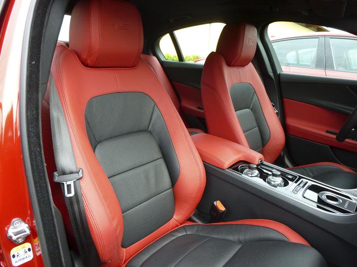 Jaguar XE. Asientos delanteros.