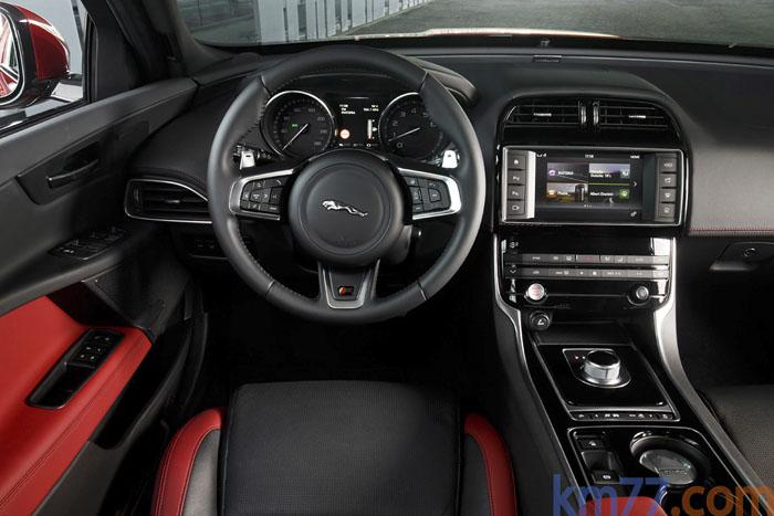 Jaguar XE. Volanterojoynegro