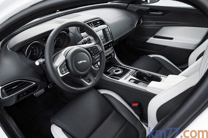 Jaguar XE Salpicadero