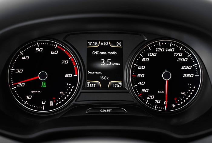 En el León 1.4-TGI (de combustible mixto gasolina/gas natural), el termómetro cede su lugar a un segundo indicador de nivel de combustible. Si un manguito se rompe o el radiador se perfora, se supone que una luz roja aparecerá por algún sitio.