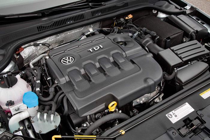 """El 2.0-TDI en su versión de 150 CV, quizás la más equilibrada de todas las muchas que ha tenido hasta el momento; eso sí, recargada de tecnología para superar los """"tres minutos críticos"""" del arranque en frío, y optimizar al máximo el consumo, con detalles como deslizarse """"a vela"""", y a motor parado."""