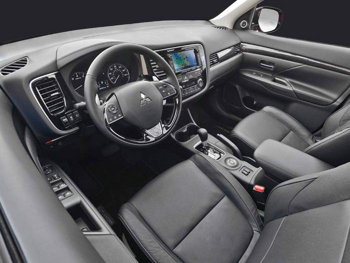 El interior, con cambio automático como corresponde al mercado USA, tiene muy buen aspecto.
