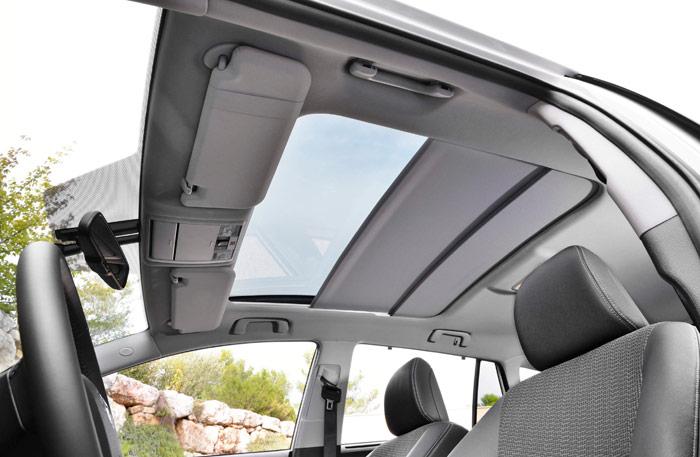 La generosa altura disponible permite instalar un techo practicable con una doble persiana, sin que ello perjudique a la habitabilidad.