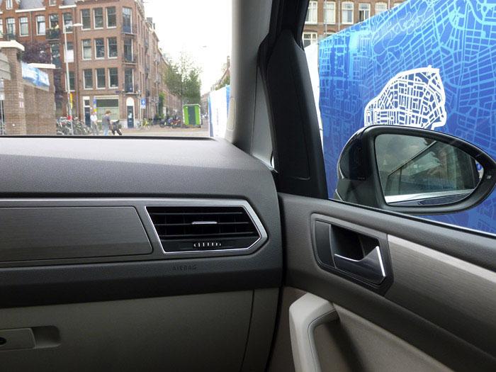 Volkswagen Touran 2016. Detalles del interior. Primera y segunda fila de asientos (1de2)
