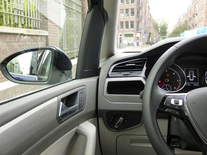 Volkswagen Touran. Union puerta salpicadero. lado izquierdo.